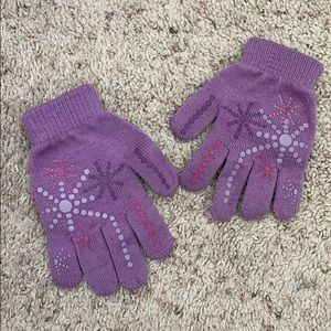 Other - Girls Purple winter gloves size 4-6x snowflakes